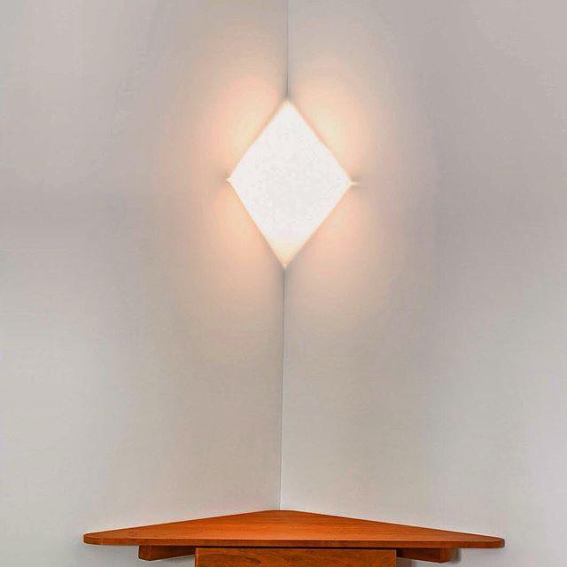Corner light  Great idea for a light fitting. Acrylic folded with aluminium fitting. #bimburton #bimburtondesign #furnituredesign #lightingsesign #lighting #interiorlighting #interiordesignideas #minimal #minimallighting #inspirationjamesturrell