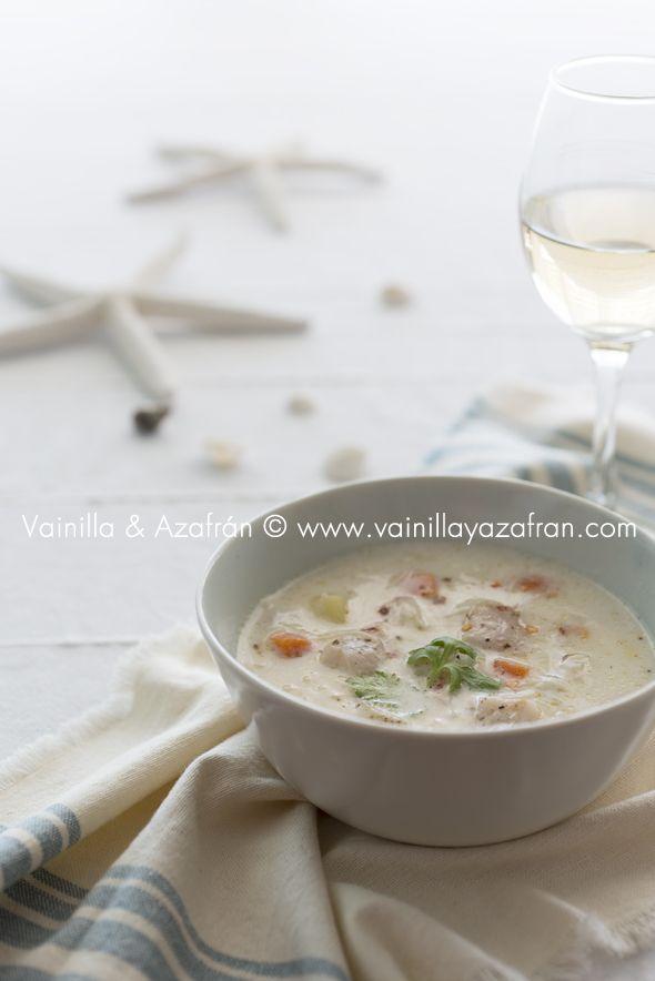 Sopa de pescado y coco cremosa y reconfortante/ Coconut and fish soup creamy and heartwarming