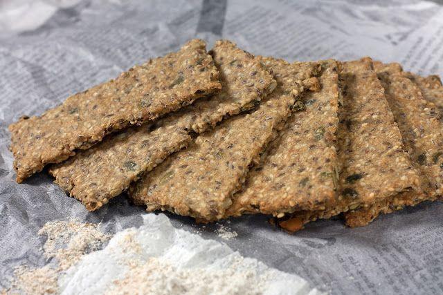 Ukusni i veoma zdravi krekeri ili hrskavi hljeb od integralnog brašna, sjemenki, ovsenih pahuljica i maslinovog ulja. Zdrava grickalica!