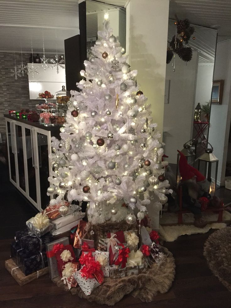 Valkoinen joulukuusi
