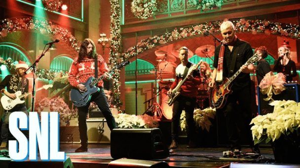 "Watch Foo Fighters' Christmassy Spin On ""Everlong"" For SNL  