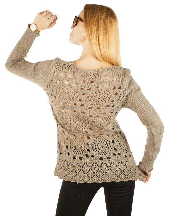 Pulover Dama Sensual Look  Pulover dama tricotat, ce cade frumos pe corp. Broderie cu aspect crosetat, ce ii confera un plus de originalitate si senzualitate.  Detaliu - insertie fina de fir lame auriu.     Lungime: 64cm  Latime talie: 41cm  Compozitie: 100%Acryl