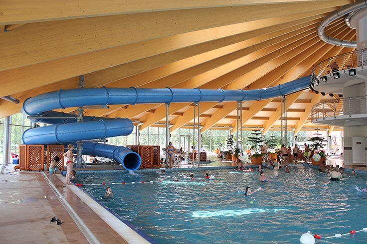 A Kumánia Gyógy- és Strandfürdő három szolgáltatást kínál egyben: hotel, élményfürdő és gyógykomplexum.