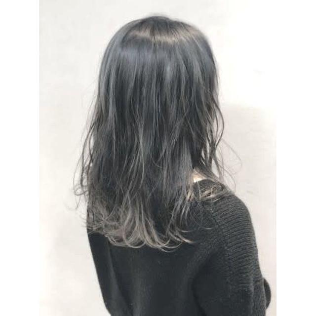 次のヘアカラーを何にしようか悩んでいる方は 暗髪でも 透明感とツヤ