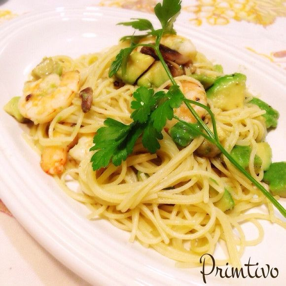 ペペロンチーノなど、オイル主体のシンプルパスタが簡単で美味しいと人気上昇中です。パスタそのものの美味しさとオイルの味と香り、オイルに染み出たスパイスの香りなど、シンプルながらも複雑な味わいの厳選オイルパスタレシピをご覧下さい!