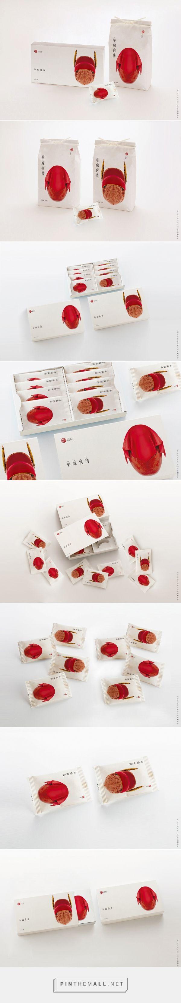 Red Dates & Walnut packaging design by Xian Gao Peng - http://www.packagingoftheworld.com/2017/09/red-dates-walnut.html
