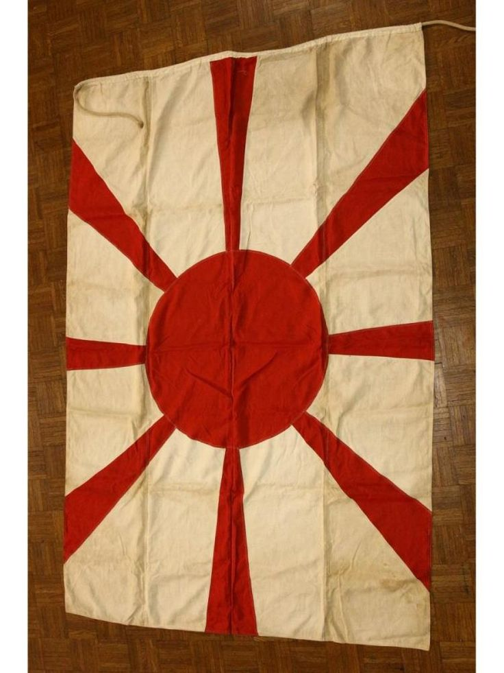 """Bandera naval japonesa de la Segunda Guerra Mundial. Measures 98"""" x 60"""". With meatball and rays, all individually sown to what background. Double sided. Overall excellent condition. Rare flag!"""