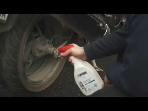SPRAY IPONE WHEEL CLEANER CARELINE O Spray Wheel Cleaner é um produto de limpeza desenvolvido para aros de rodas específicas e é usado em combinação com um jato de água. Este produto ultra-poderoso desengordurante permite ainda que a sujidade mais resistente seja removida.  Vá já a um agente perto de si! #lusomotos #ipone #wheelcleaner #cleaner #limpeza #jatodeágua #careline #cuidadosater #vídeo #desengordurante