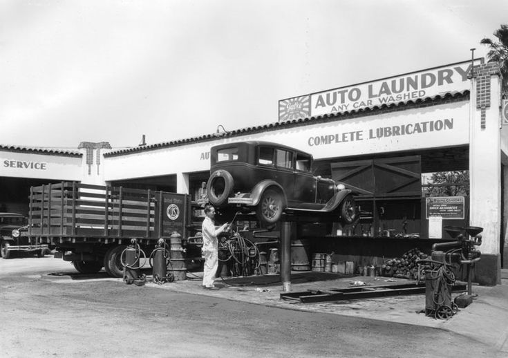 Service station and car wash. 1932.