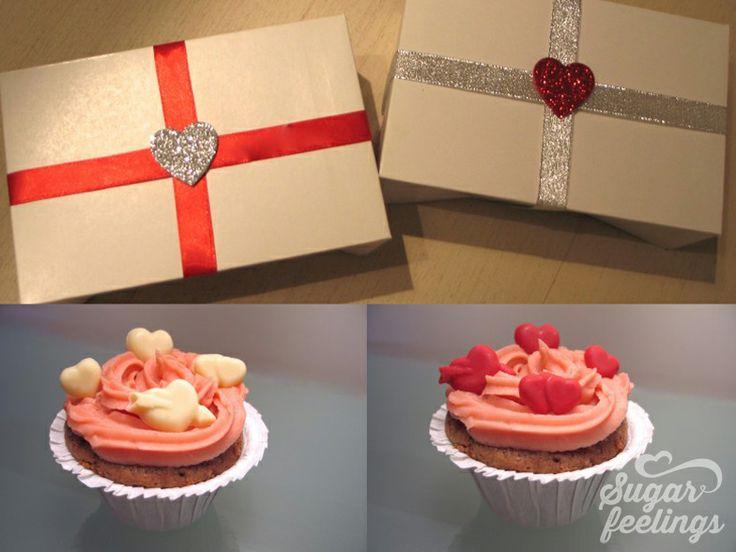 Caixa com Muffins de chocolate, decorados com fondant icing de morango e corações de chocolate
