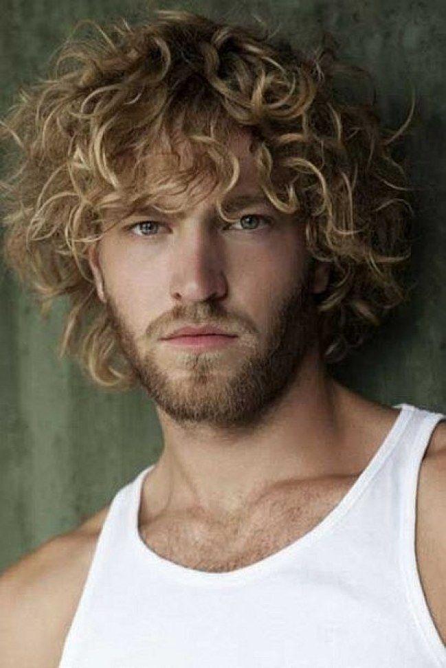 ¿Qué tendrán esos tirabuzones que nos vuelven locas? ¿Será el aspecto algo salvaje y dejado que les da? Tras ver estas imágenes no te quedará ni una duda. #hombres #ellos #guapos #rizos #pelo #peinados #sexy