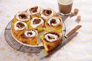 Denne smørkage med creme og remonce vil bringe glæde hos dine søndagsgæster!