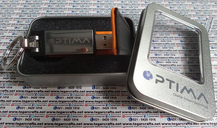 FDLT20: USB Flashdisk, with magnetic and keyring. Covered with synthetic leather. Available in various colors and capacities. As apparent above, a 8GB promotional USB flashdrive ordered by PT Bhuminatha Investama Globalindo feat. PT Optima Data Internasional, Jakarta Indonesia.