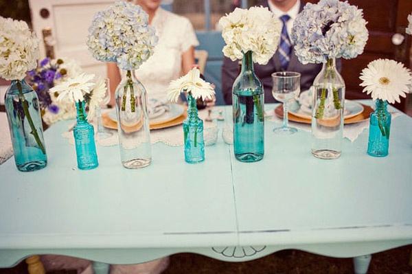 Complemento de decoración con botellas