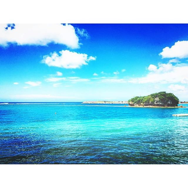 【s_bikky】さんのInstagramをピンしています。 《快晴ピーカン💕💕💕 台風後だしまだ海の中は 完璧に綺麗ではないけど、海に入れるだけで幸せ٩( ,,˘ ³˘)♥ #okinawa#沖縄#ピーカン#快晴#万座#beach#海#beach #sea#カメラ#pic#photo#canon#一眼レフ#カメラ女子#台風後#海好き#海好きさんと繋がりたい#一眼レフがある生活#まだまだ夏は終わらない#最高#もう10月》