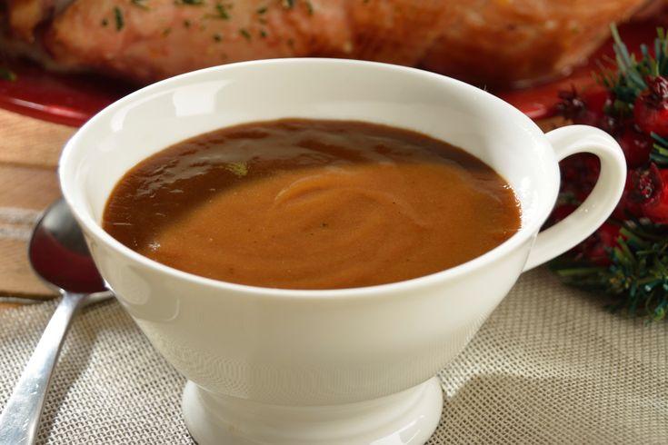 La receta de salsa de pavo es tan fácil que vas a querer utilizarla en todas tus preparaciones con pavo o pollo. Es una receta sencilla del clásico gravy, perfecto para acompañar tus recetas con pavo para la cena de navidad.