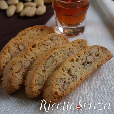 Cantucci (o biscotti di Prato) vegan http://www.ricettesenza.it/le-ricette/item/216-cantucci-o-biscotti-di-prato-senza-uova-e-latte.html