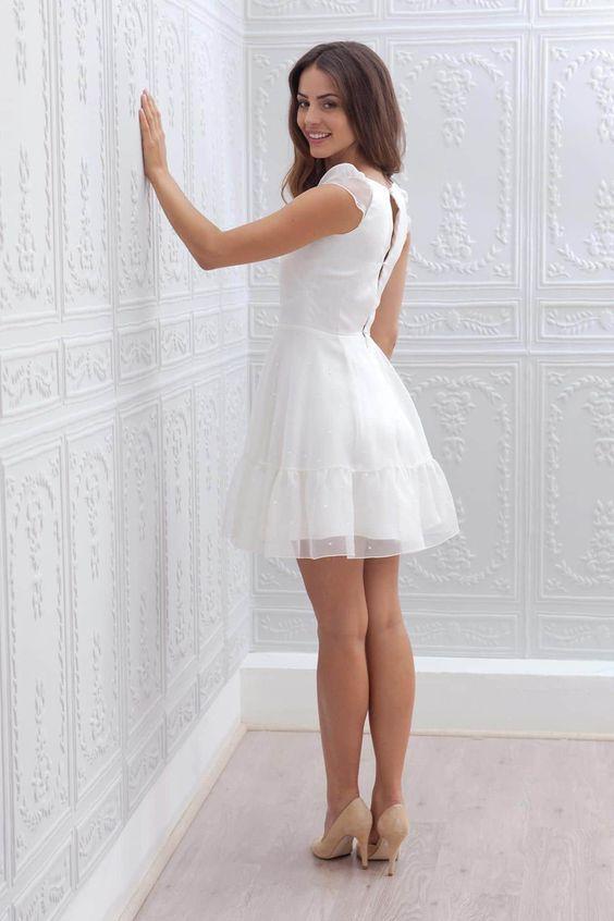les 25 meilleures id es de la cat gorie robes de mari e courtes sur pinterest r p tition. Black Bedroom Furniture Sets. Home Design Ideas