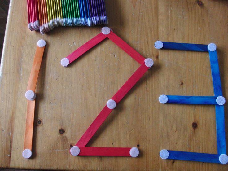 Leuke zelfstandige activiteit voor peuters en of kleuters. IJsstokjes met klitteband, voor het maken van vormen, letters, cijfers,tekeningen of constructies.