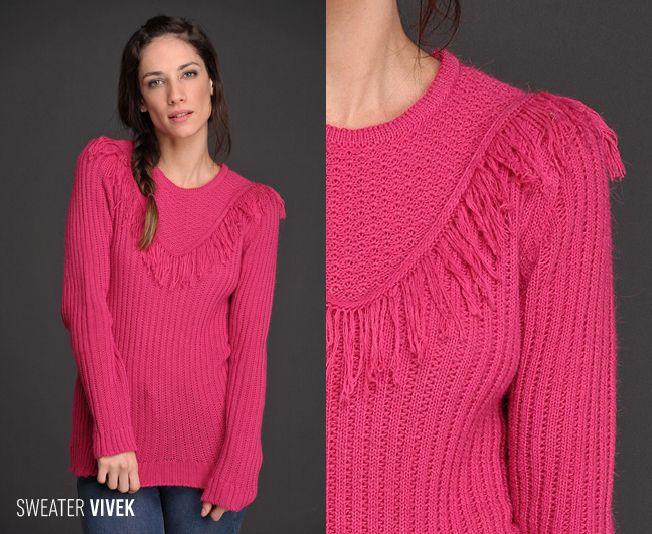 ¿Te gusta el Sweater Vivek? Realizado en lana con acrílico, este sweater de confortable textura y diseño de canelón vertical estiliza la figura y tiene un exclusivo detalle de flecos, una de las #tendencias más fuertes de la temporada.