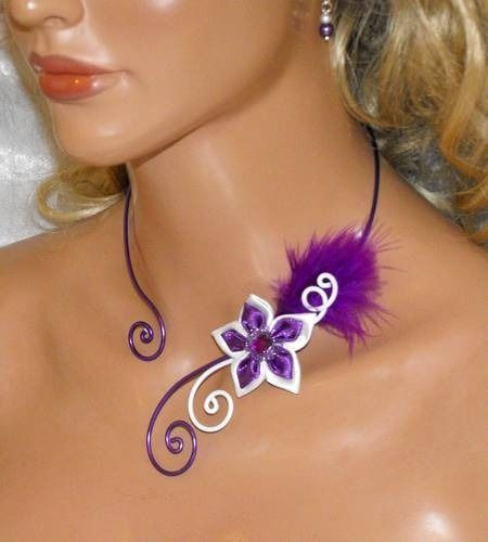 Collier fleur et plume satin violet blanc mariage fête : Collier par soleildelune-bijoux-mariage-ceremonie