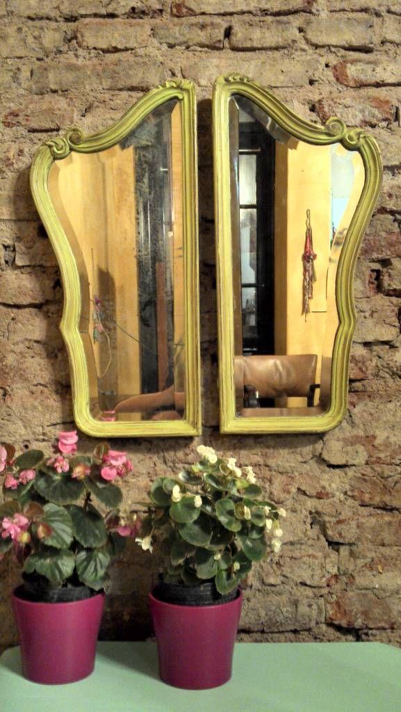 Mirá imágenes de diseños de Livings de estilo rústico en verde: ANTIGUOS ESPEJOS LATERALES. Encontrá las mejores fotos para inspirarte y creá tu hogar perfecto.