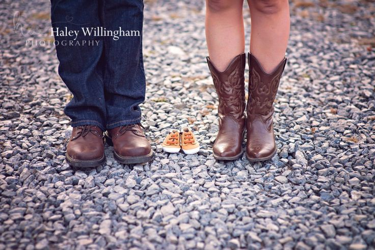 Maryland, Virginia, West Virginia, Maternity Photographer, Maternity Photography, Maternity Poses, Outdoor Fall Maternity Session - Haley Willingham Photography