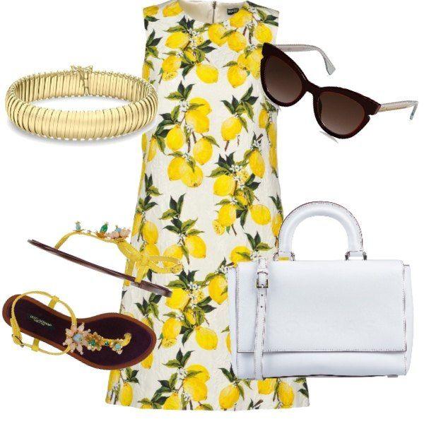 Conjunto dedicado a una mujer elegante y con estilo que camina en un ambiente cálido y …   – Kıyafetler