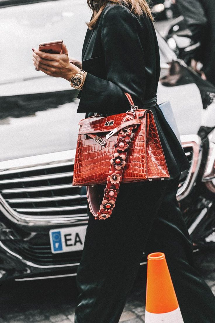 Who said it was chic to mix Fendi & Hermes together?? I mean Fendi stands all by itself as does the house of HERMES! Someone needs to enlighten this woman as to her fashion faux pas!!