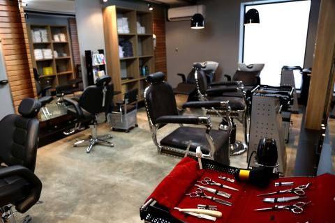 ... about Garagem Barbearia on Pinterest Garage, Garages and Barber Shop