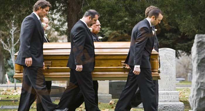 تفسير حلم رؤية الجنازة في المنام معنى الجنازة في الحلم للعزباء والمتزوجة والحامل والرجل رمز الجنازة والبكاء دلالات حضور Funeral Planning Funeral How To Plan