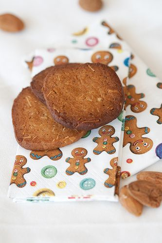 Holiday baking: Sliced Almond Christmas Cookies by Pille @ Nami-Nami