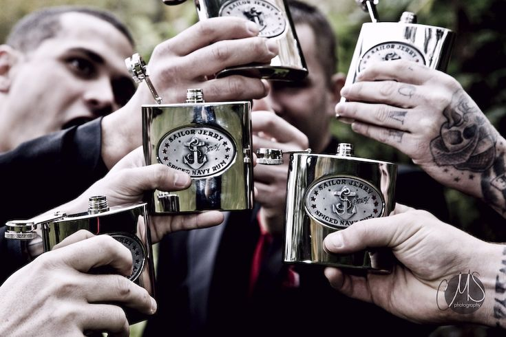 How awesome are these flasks as groomsmen presents?!!