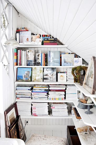 7 Stylish Ways to Store Your Magazines//sloped ceiling solutions, bookshelves