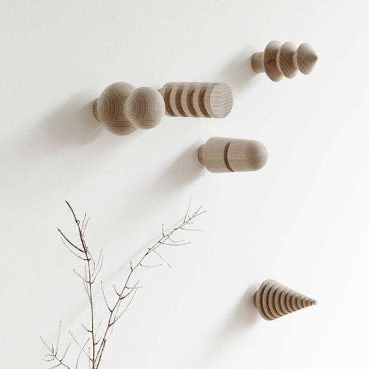 Patères design en bois - Les patères design détrônent le portemanteau - Elle…