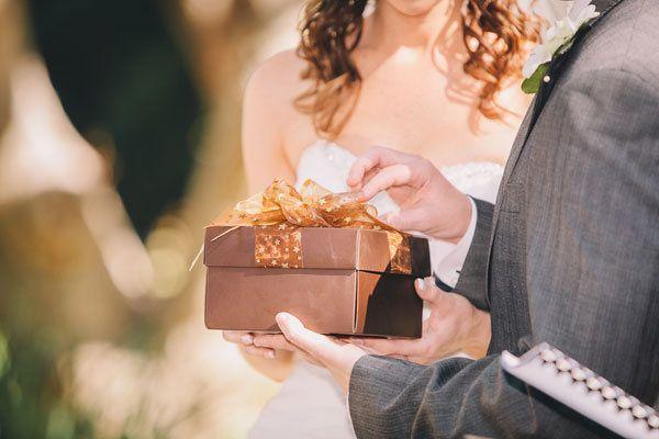 couple with wedding gift