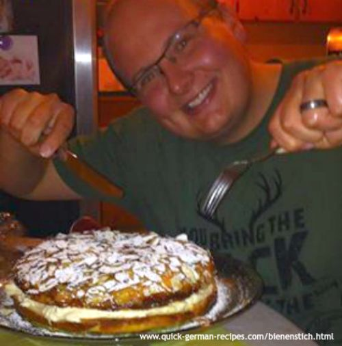 Chris' Bienenstich ... German Bee Sting Cake ... so Wunderbar! Check it out at http://www.quick-german-recipes.com/bienenstich.html