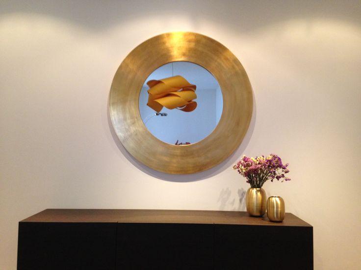 espejo circular realizado dorado con pan de oro y patinado un espejo muy