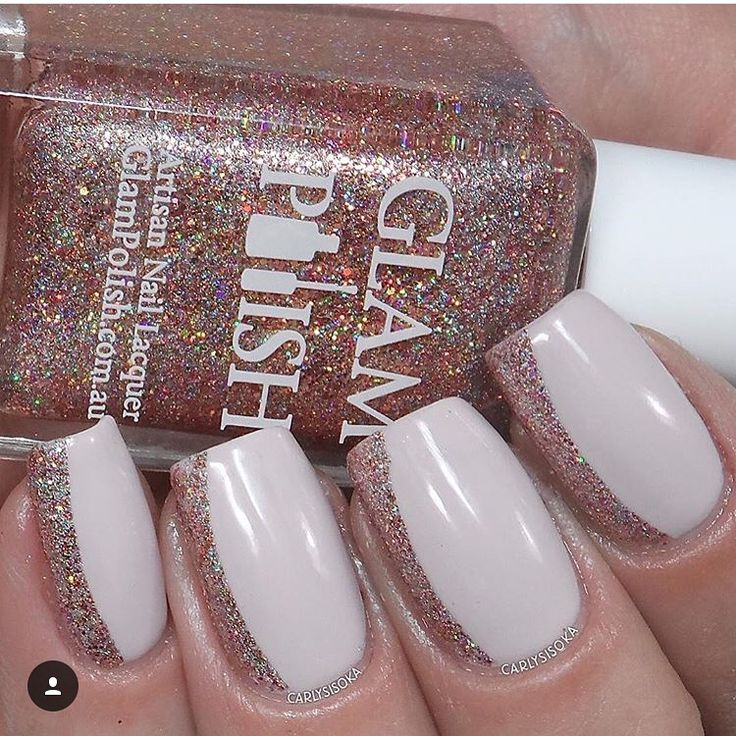 Love this side French mani by @carlysisoka! Carly is using our French Tip Nail Vinyls found at snailvinyls.com for $2.99!