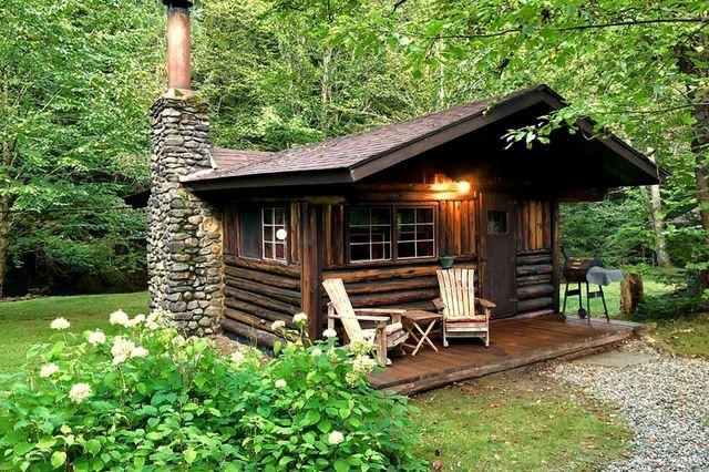 28 Stunning Tiny Log Cabin Design Ideas That Inspire Like Design Ideas In 2020 Rustic Cabin Log Cabin Rustic Cabin Design
