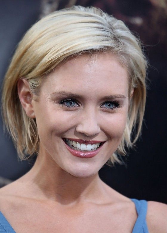 Nicky Whelan Chic Short Blonde Bob Haircut /Getty images