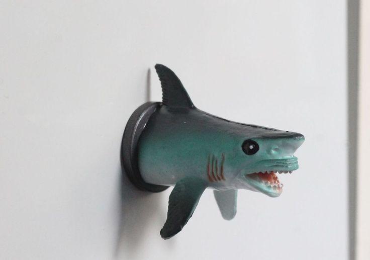 Haai - Shark. Grappig voor op de koelkast of voor op het memobord.- Pimp your fridge or whiteboard. Koelkastmagneten / Fridge magnets / Decoratie / Decoration | From Egypt and Holland with love