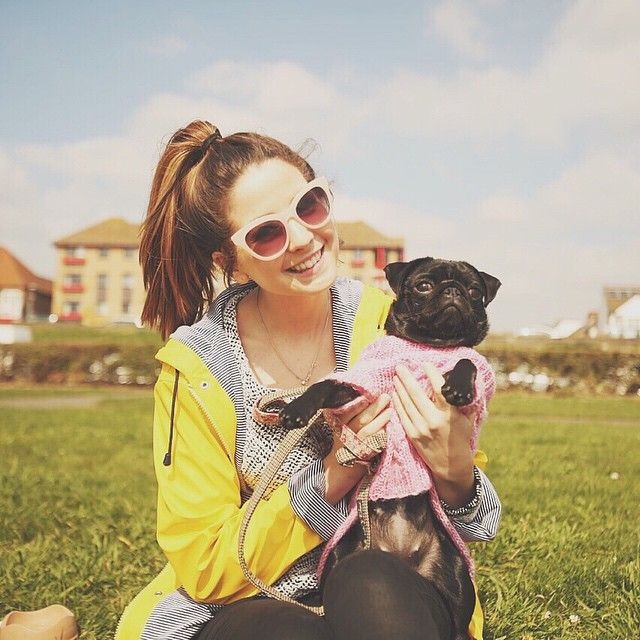 Hi I'm Flora! I'm 18! I am a you tuber and I like to write, play piano, and play flute. That is my pug, Floramundi! Anyone wanna hang?