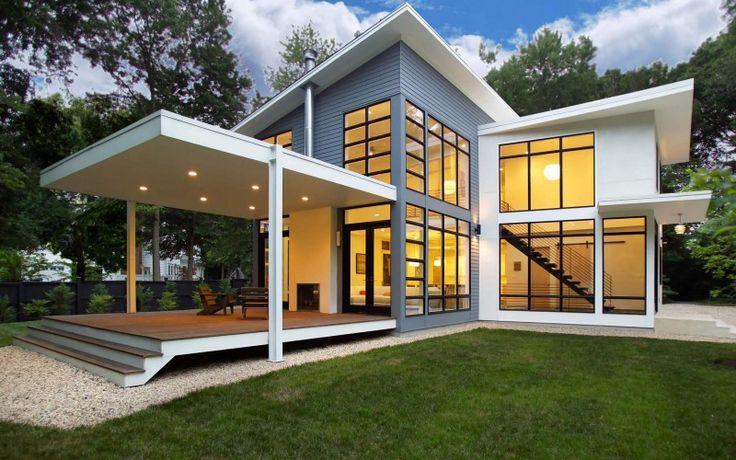Современный серо-белый дом с открытой планировкой и двойной высотой пространств