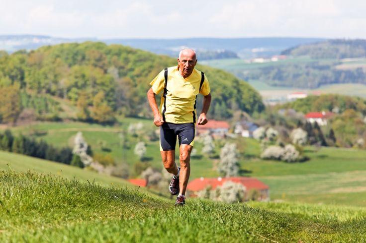 – Kroppen vår er avhengig av bevegelse hele livet. Hvis den ikke får det, brytes den ned, sier treningsekspert Pål Jåbekk. Illustrasjonsfoto: Colourbox.com
