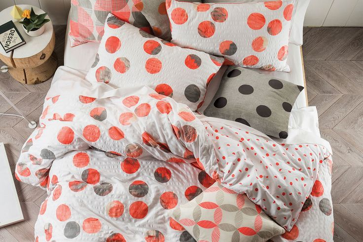 The fabulous Tika CoralDuvet Cover by Savonabrings afresh, crisp appeal to your bedroom.