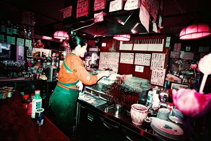 The new batch of LomoChrome Purple has increased film sensitivity to red hues, improved exposure at the recommended setting of ISO 400, and significantly reduced grain.