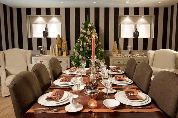 Tavola di Natale: ecco qualche utile consiglio su come apparecchiare e decorare una magnifica tavola di Natale http://www.arturotv.tv/cucina-ricette/natale/tavola-di-natale-come-apparecchiare-e-decorare-a-natale