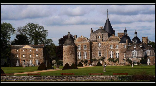 Photo : Château de la Bourbansais,  France, Monuments, Châteaux, Pleugueneuc. Toutes les photos de Servane PAUCHENNE sur L'Internaute