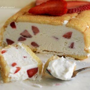 Mattonella con pavesini fragole e mascarpone (Tile with pavesini strawberries and mascarpone)